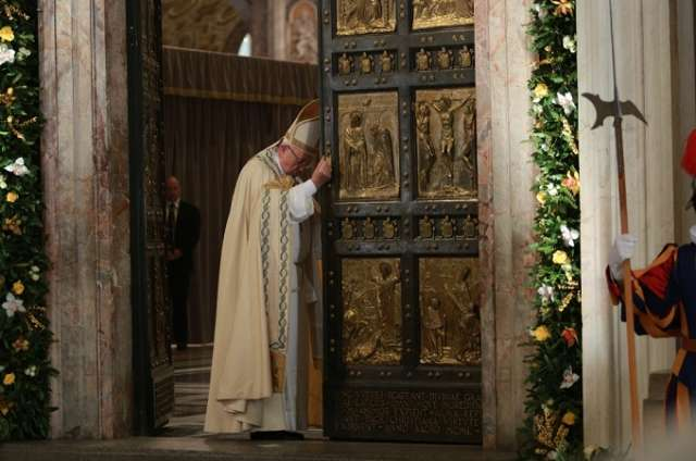 At close of Jubilee, Pope Francis says it's a reminder of what's essential